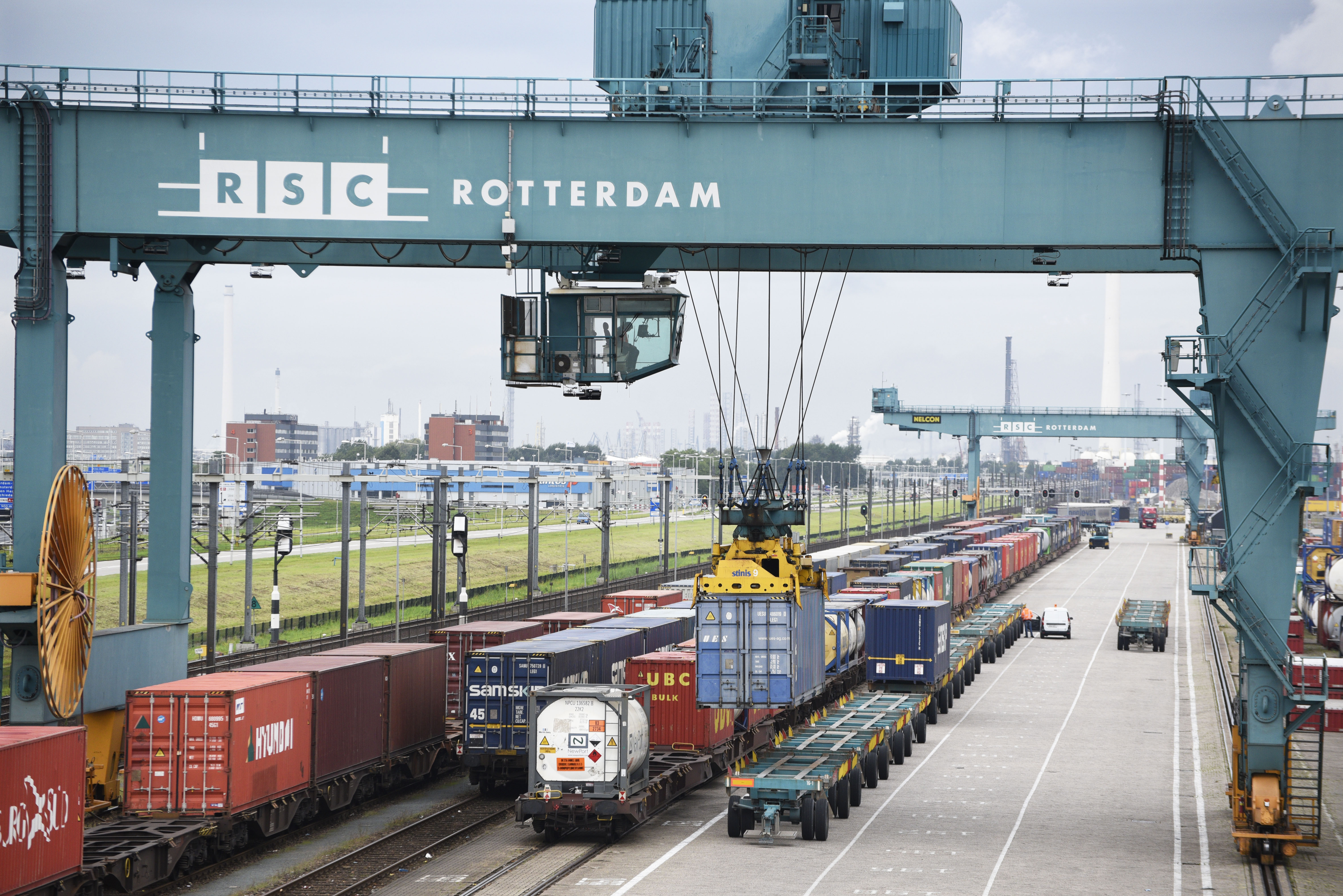 ProRail shuts down shunting with hazardous goods in Port of Rotterdam